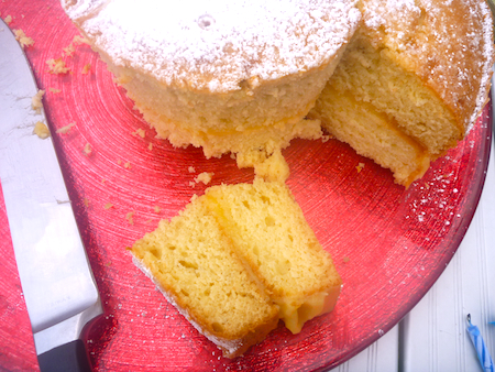 Greek yoghurt cake with lemon curd