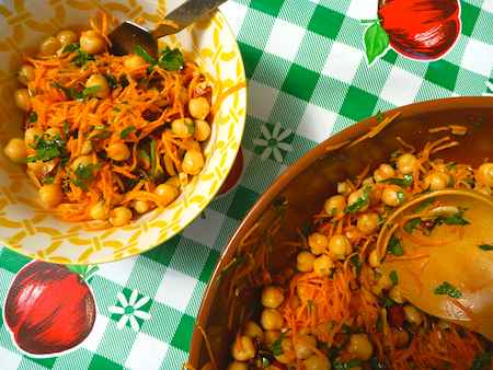 Spiced carrot salad with fried almonds