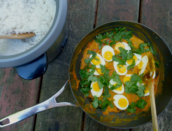 Hard-boiled egg curry with tomato, ginger and yoghurt