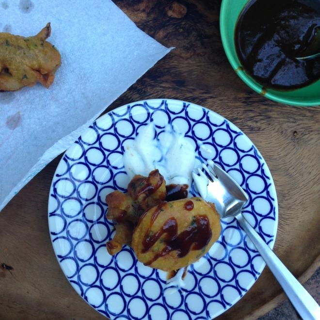Pakoras! #vegan Indian deep fried vegetable firtters